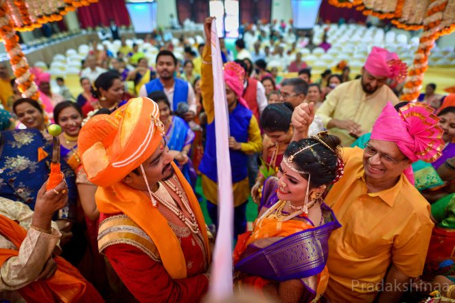 www.pradakshinaa.com_mumbai_candid_wedding_photographer_marathiwedding_bestweddingphotographer_2019_photographer_Pradakshinaa-T+S-96